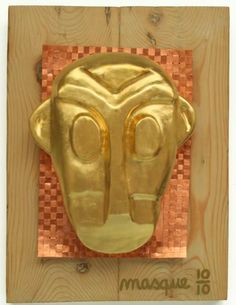 """MASQUE / 2007 Sculpture sur bois - Or, cuivre (40,5 x 57 x 14 cm). Exposition """"MASCARADE"""" du Art Groupe DIX10 à la Galerie Intuiti Bruxelles du 18 juin au 18 juillet 2015. Or, Brussels, Copper, Radiation Exposure"""