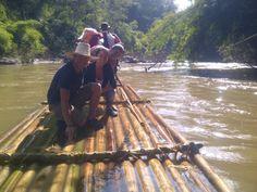 Bajada por el río en balsas de bambú al norte de Chiang Mai. Es una bajada que se realiza despues de un trekking que nos lleva hasta un poblado de la étnia Karen, donde dormimos