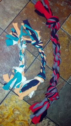 Make homemade dog toys out of old T-Shirts for the LC Animal Shelter as Christmas gifts! Cute!