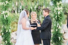 Las Vegas County Club wedding ceremony | officiant: Peachy Keen Unions, photo: Susie & Will