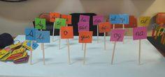 Materyalle hem hecelerden kelimeler oluşturabilir hem de kelimelerden cümle oluşturabiliriz.