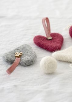 Felt hearts from yarn Novita Joki - by Novita knits Knitted Christmas Decorations, Christmas Craft Fair, Christmas Time, Christmas Ornaments, Cute Crafts, Diy Crafts, Needle Felting, Wool Felting, Felt Hearts