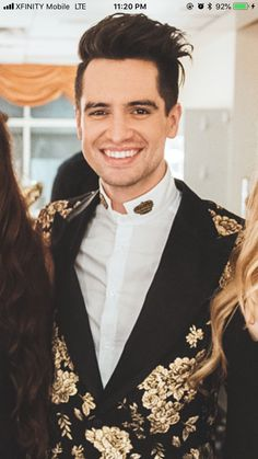 Brendon Urie, Emo Bands, Music Bands, Beautiful Men, Beautiful People, Punk Guys, Panic! At The Disco, Paramore, Fall Out Boy