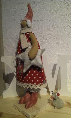 Deko-Objekte - Tilda Weihnachts-Wichtelmädchen mit Stern - ein Designerstück von gabybella bei DaWanda