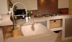 Cocina de cemento pulido en tono claro!!! Otra muestra de la versatilidad de este material!