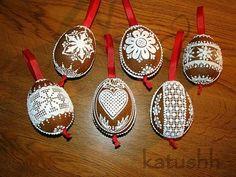 Perníkové kraslice Christmas Gingerbread, Christmas Ornaments, Easter Eggs, Wax, Valentines, Holiday Decor, Wafer Cookies, Xmas, Valentine's Day Diy