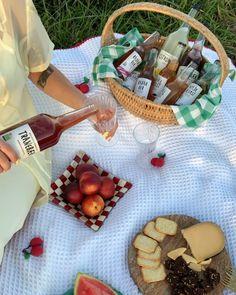 """Emma Moldt on Instagram: """"Kæmpe ja til @bornholmsmosteri som udover at lave verdens bedste økologiske most og juice, skaber jobs til socialt udsatte ❤️🙌🏼 annonce"""" Juice, Dairy, Cheese, Instagram, Food, Juicing, Meal, Eten, Juices"""