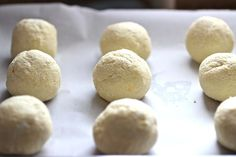 Pandebono is a traditional colombian cheese bread. I have been getting a lot of e-mails asking me for this recipe, so here it is my friends. My Colombian Recipes, Colombian Food, Healthy Blueberry Muffins, Blue Berry Muffins, Gourmet Recipes, Bread Recipes, Cooking Recipes, Columbian Recipes, Tajin Recipes