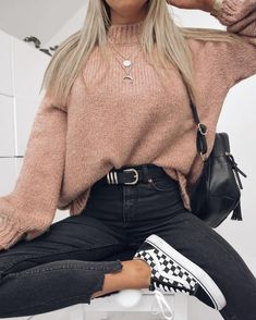15 Trendy Autumn Street Style Outfits For This Year - fall outfits simple denim outfits fall fashion outfits, cute fall outfits fall outfits fall outfit ideas autumn outfits, 2019 fall fashion trends womens, fall fashion must haves, autumn outfits 2019 Trendy Fall Outfits, Cute Comfy Outfits, Casual Winter Outfits, Winter Fashion Outfits, Retro Outfits, Look Fashion, Outfit Winter, Autumn Casual, Stylish Outfits