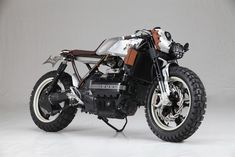 BMW K100 Street Tracker Cafe by AUGH Design & Customs #motorcycles #streettracker #motos | caferacerpasion.com