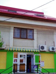 Z Villa Bucharest Z Villa Hostel is located 5 km from the centre of Bucharest and features free WiFi, a mini-market on site and a lush garden. Gara de nord Train Station is 6.5 km away. The closest restaurant is 1 km from the Z Villa Hostel.