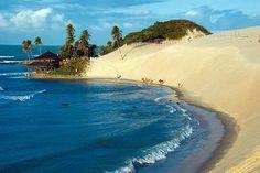 A mistura do mar, com as dunas e a água doce da lagoa torna Genipabú um lindo cenário da natureza, Natal, Rio Grande do Norte