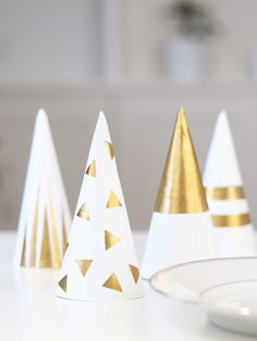 centre table noel diy Christmas Tree Crafts, Christmas 2016, Christmas Projects, Christmas Time, Merry Christmas, Deco Table Noel, Diy And Crafts, Paper Crafts, Xmas Decorations