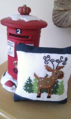 CROSS-STITCH - BRODERIE - BORDUURWERK - REINDEER - DEER / RENNE - CERF / RENDIER - HERT - Reindeer Christmas cross stitch