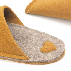 Mustard yellow house slippers made of wool felt. Warm and cozy. Spa Slippers, Winter Slippers, Felted Slippers, Mustard Yellow Decor, Yellow Home Decor, Mustard Wedding, Yellow Wedding, Yellow Slippers, Wool Shoes