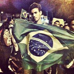 Agora sim tenho muito orgulho de levantar essa bandeira do Brasil! Oq esta acontecendo é lindo, é história, mas não pode parar, temos mais história a fazer e muito ainda a conquistar!#tyler#medrado#tylermedrado.com#divo#lindo#fashion#it#boy