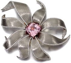 Brooches Jewels : Floral brooch by Margherita Burgener with a carat kunzite and diamonds set I Love Jewelry, High Jewelry, Jewelry Art, Silver Jewelry, Jewelry Design, Designer Jewelry, Jewelry Ideas, Gris Rose, Diamond Brooch