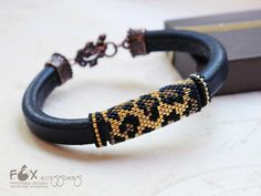 Seed Bead Bracelets Tutorials, Loom Bracelet Patterns, Bead Loom Bracelets, Woven Bracelets, Seed Bead Jewelry, Beaded Jewelry, Animal Print Necklaces, Beaded Cuff Bracelet, Bead Embroidery Jewelry