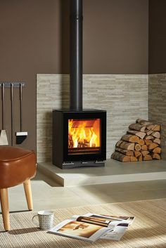 Vision Midi Wood Burning Stoves & Multi-fuel Stoves Featuring the same clean, geometric form and reflective detailing, the Stovax Riva™ Vision Midi stove offers an impressive heat output of up to Avai Wood Stove Surround, Wood Stove Hearth, Wood Burner Fireplace, Shiplap Fireplace, Wood Burning Stove Corner, Modern Wood Burning Stoves, Small Wood Stoves, Wood Stove Modern, Corner Log Burner