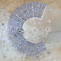 Burning Man is a week-long, evento anual no deserto de Nevada, EUA. Cortesia de DigitalGlobe