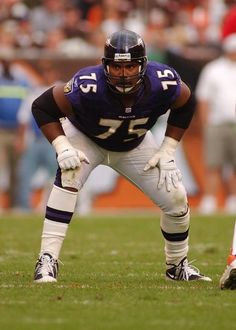 Jonathan Ogden- Raven inducted in HOF Football Is Life, Football And Basketball, School Football, Football Helmets, Baltimore Ravens Players, Nfl Hall Of Fame, National Football League, Pittsburgh Steelers, Bali