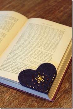 Felt-Heart-Bookmark5