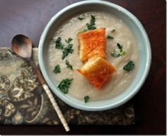 """Creamy Cauliflower and Garlic soup. I really liked this, but K wanted some """"chunks"""" in it! Pretty healthy and relatively low-cal by janell Spicy Cauliflower Soup, Soup Recipes, Healthy Recipes, Drink Recipes, Healthy Meals, Garlic Soup, White Bean Soup, Food Words"""