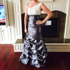 Beautiful prom dress one shoulder size 5/6 Gorgeous prom dress. Classy but very pretty.  Size 5/6.  Zips up side for form fit. Jump Apparel Dresses Prom
