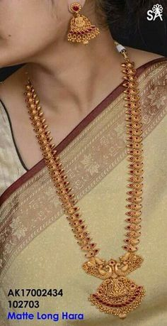 pin by jyostna on imitation jwellari in 2019 tejidos Gold Temple Jewellery, Gold Jewellery Design, India Jewelry, Handmade Jewellery, Saree Jewellery, Antique Jewellery, Gold Earrings Designs, Gold Designs, Necklace Designs