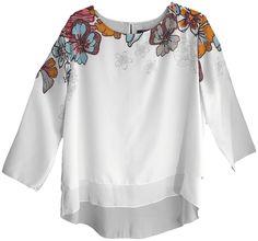 Blusa de corte amplio en tela estampada con mangas francesas, cierre de botón en la parte posterior y doble capa. Tallas L, XL y XXL.