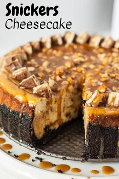 Snickers Cheesecake I am completely in love with this Snickers Cheesecake. It is all of my Snickers dreams come trúe. A vanilla cheesecake fúll of chopped Snickers, layered with chocolate and caramel saúce, nestled in an Oreo crúst. The Cheesecake Factory, Cheesecake Pops, Cheesecake Desserts, Caramel Cheesecake, Snickers Cheesecake Factory Recipe, Chocolate Cheesecake, Turtle Cheesecake, Homemade Cheesecake, Chocolate Caramels