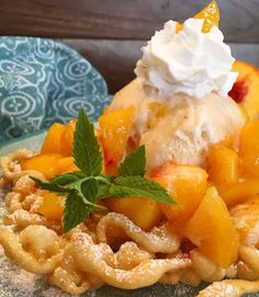 Peaches and Cream Funnel Cake Homemade Funnel Cakes are topped with cinnamon sugar, a heaping scoop of vanilla ice cream, fresh diced peaches, and whipped cream. Funnel Cake Recipe Easy, Homemade Funnel Cake, Funnel Cake Topping Recipe, Funnel Cake Fries, Funnel Cakes, Carnival Food, Grilled Peaches, Summer Snacks, Cake Toppings
