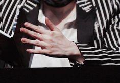 I love Yoongi's hands Daegu, Veiny Arms, Hand Veins, Rapper, Rap God, Pretty Hands, Beautiful Hands, Bts Rap Monster, Lol