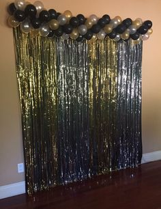 Grad Party Photo Booth Ideas - Simple DIY Photo Booth hacks loveHow To Create A Simple Graduation DIY Photo Booth - A photo booth is a great addition to any graduation party. Decoration Photo, Diy Photo Backdrop, Diy Photo Booth, Photo Backdrops, Photo Booth Party, Backdrop Ideas, Birthday Party Decorations For Adults, Diy Party Decorations, Black And Gold Party Decorations