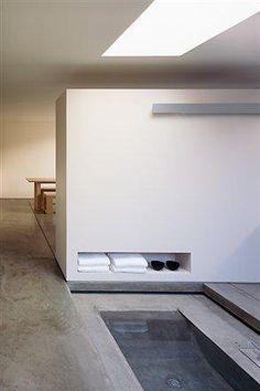 Bathtubs-Built-in-furniture-Concrete-floors : Gallery Image : Remodelista Built In Furniture, Modern Home Furniture, Kid Furniture, Bad Inspiration, Bathroom Inspiration, Interior Exterior, Interior Architecture, Spas, Concrete Floors