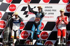 GP de Japón: Pol Espargaró, campeón de Moto2. MotoGP y Moto3 se decidirán en Cheste. Aprovechando las caídas de Scott Redding (Kalex) y Tito Rabat (Kalex), Pol Espargaró (Kalex) logró el título de Moto2, mientras que las categorías de MotoGP y Moto3 se resolverán en Cheste. Lo que es seguro es que tendremos tres campeones e