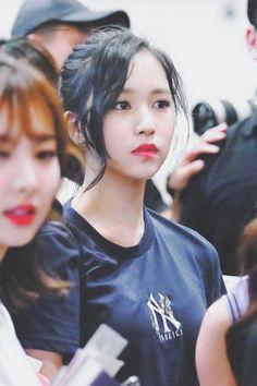 I cant get over how nice she looks with her hair up! Kpop Girl Groups, Korean Girl Groups, Kpop Girls, Nayeon, Talia, Myoui Mina, Japanese American, Dahyun, Cute Beauty
