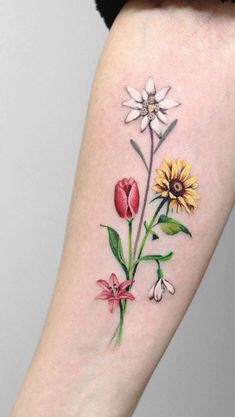 Best Tattoos Of All Time Deborah Genchi is an amazing tattoo artist She owns DebrArt Tattoos in Bari, Italy. Her tattoos are so popular these days Star Tattoos, Great Tattoos, Unique Tattoos, Beautiful Tattoos, Body Art Tattoos, Girl Tattoos, Tattoos For Women, Tatoos, Flower Bouquet Tattoo