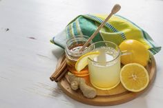 Consuma um suco energético  Em O Grande Livro dos Sucos (Alaúde), Pat Crocker, expert em alimentos saudáveis, lista mais de 50 boas opções para você começar o dia. Um dos nossos, testados e aprovados: dois limões-sicilianos, uma fatia de melancia, meio pepino e uma colher de mel.