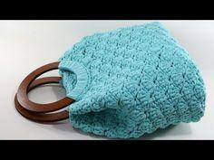 İddia Ediyorum Örgü Bİlmeyenin Bile Rahatlıkla Örebileceği kolay Mİdye Çanta knitting bag - YouTube Crochet Tote, Crochet Handbags, Bag Patterns To Sew, Crochet Patterns, Sewing Patterns, Crochet Christmas Gifts, Patchwork Bags, Leather Bags Handmade, Beaded Bags