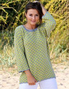 En sød sommersweater med bikubemønster. Den er strikket i blødt bambus/bomuldsgarn, så den er anvendelig hele året rundt.