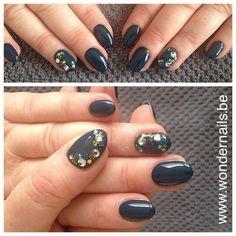 Gorgeous accentnail with rhinestones ❤️ Short stiletto nails