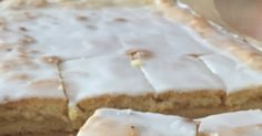 Kennt Ihr diesen obermegageilen Apfelkuchen mit Decke und Zuckerguss vom Bäcker? Ich liebe ihn, nein ich LIEBE ihn! Wann immer ich die Mögli...