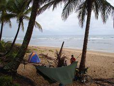 Cicloviagem pelo litoral com rede e tarp Kampa. Foto Edson Cunha.