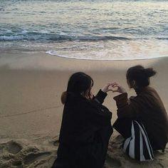 Lesbians Asian Couple Goals 💜 on We Heart It Couple Ulzzang, Ulzzang Girl, Best Friend Pictures, Friend Photos, Want A Girlfriend, Korean Best Friends, Photographie Portrait Inspiration, Cute Lesbian Couples, Korean Couple