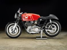 The Matchless is a competition motorcycle first introduced in to compete with the Norton Manx and the other top notch racing single-cylinder Triumph Motorcycles, British Motorcycles, Vintage Motorcycles, Custom Motorcycles, Vintage Cafe Racer, Vintage Bikes, Vintage Racing, Retro Bikes, Classic Motors