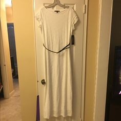 White maxi dress White maxi dress brand new with tags... Comes with black detachable belt Dresses Maxi