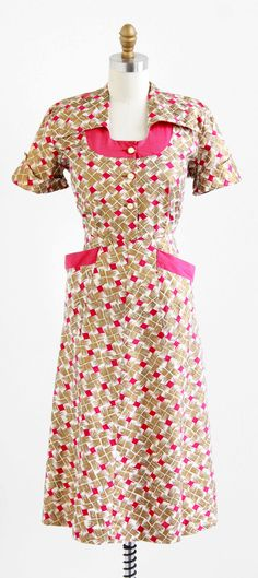 vintage dress / dress / Gold and Raspberry Novelty Print Cotton… 1930s Fashion, Retro Fashion, Vintage Fashion, Belle Epoque, Farm Girl Style, Vintage Dresses, Vintage Outfits, 1960s Outfits, 1930s Dress