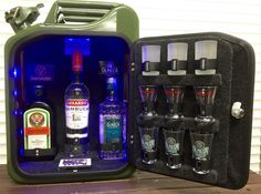 Southern Comfort Mini bar Jerry Can Mini Bars, Sailor Jerry Rum, Jerry Can Mini Bar, Fuel Bar, Liquor Dispenser, Portable Bar, Old Pallets, Diy Bar, Southern Comfort
