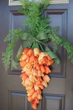 Spring Carrot Door Hanger is part of Spring decor Flowers - Spring is upon us! I'm so excited for the sunshine, warm weather, flowers and all the happiness that spring brings with it I'm also excited for Easter and spring time decorating and I&… Spring Crafts, Holiday Crafts, Spring Home Decor, Diy Y Manualidades, Diy Ostern, Deco Floral, Hoppy Easter, Easter Bunny, April Easter